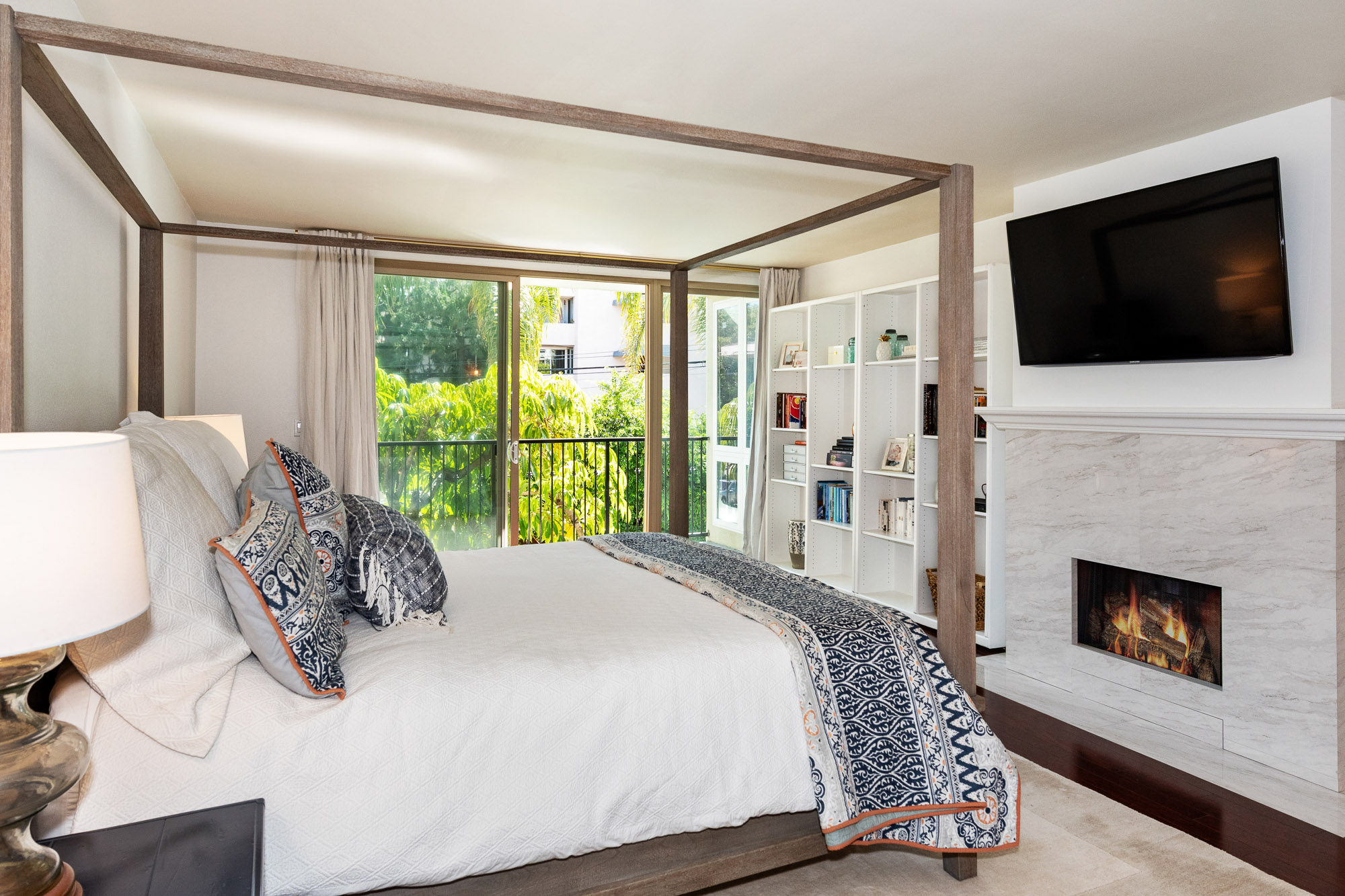 10a11687 Montana Ave #109, Brentwood, CA, 90049