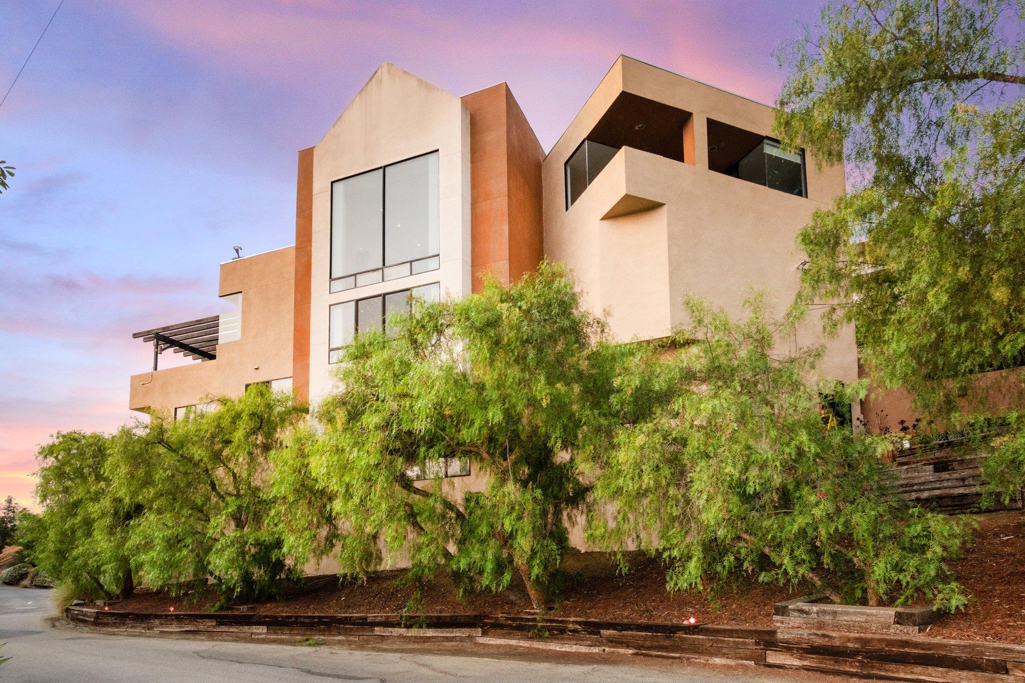 2811 La Cuesta Drive, Los Angeles, CA