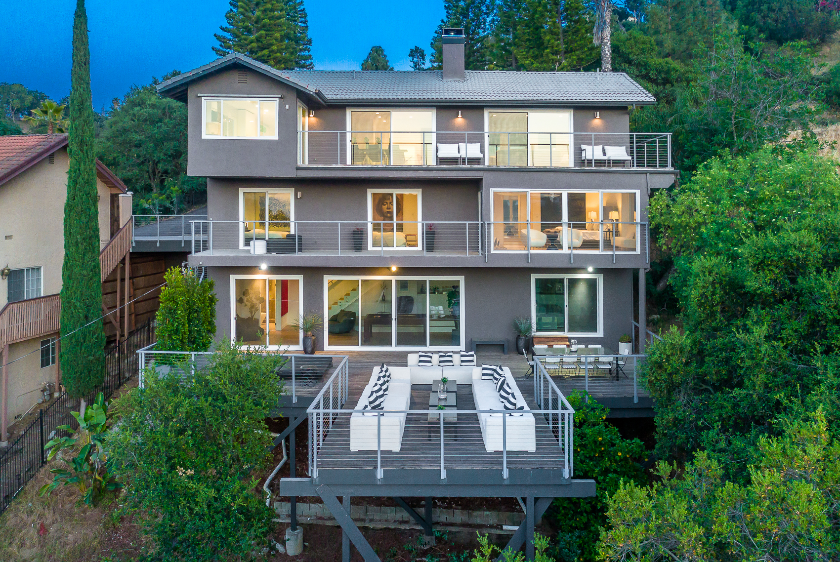 3587 Multiview Drive